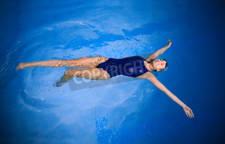 nadar de espalda para evitar dolor de cuello
